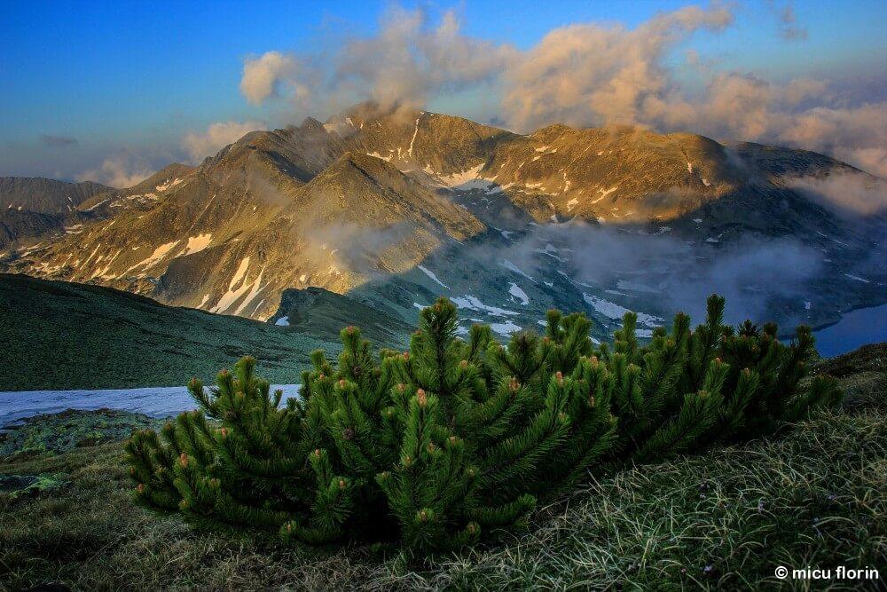 hiking tour in retezat national park